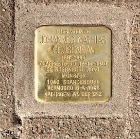 Johannes Matthias Geusendam - Minkstraatstraat 121 - Stolperstein Enschede. Bron: http://www.spd-hiltrup.de/Aktuelles/2135/der-1-april-tag-der-befreiung-in-enschede