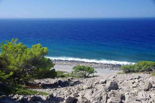 Au fond à gauche l'île de Gavdos (Γαύδος) ; au fond à droite la Libye !.