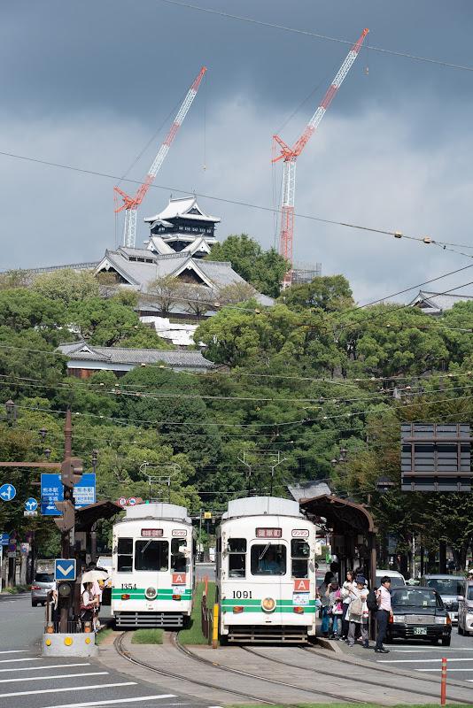 180917 復旧中の熊本城天守と市電
