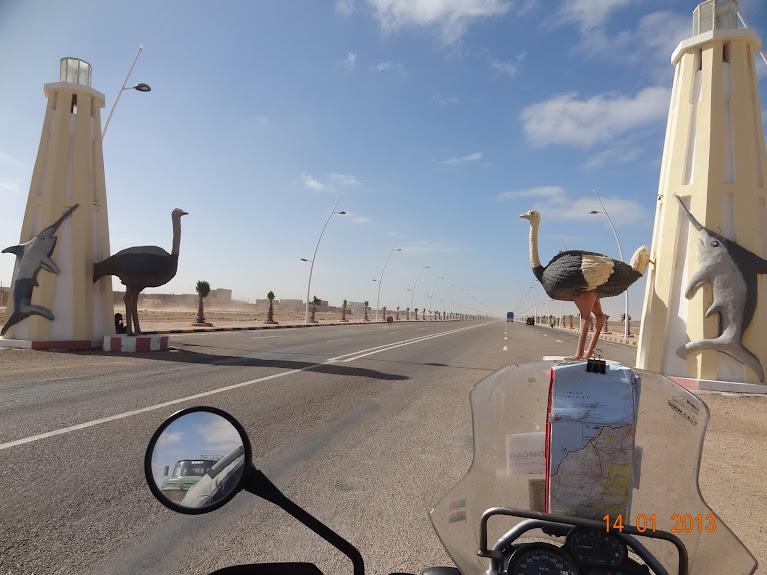 Marrocos e Mauritãnia a Queimar Pneu e Gasolina - Página 5 DSC05810
