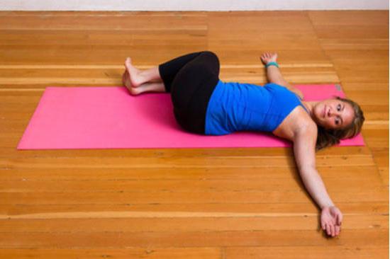 """Yoga sangat cocok dan elok untuk perempuan Terbukti 100% Ampuh! Lakukan """"10 Gerakan Yoga Ini"""" Hanya Diatas Kasur Secara Rutin! Lemak Diperut Hilang dan Badan Juga Kaprikornus Sehat dan Montok!"""