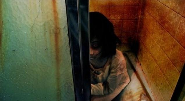 Terbangun Malam, Gadis ini Melihat Ibunya Masuk Kamar Mandi. Setelah ditunggu Ternyata...