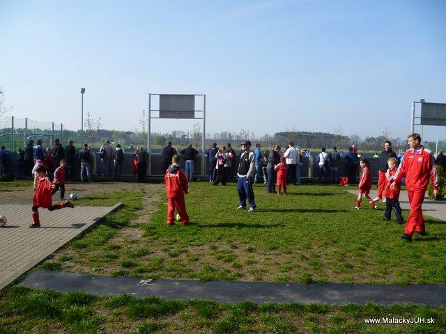 Veľkonočný medzinárodný ZLATÝ futbalový turnaj ČSFA (17.4.2011) - P1020028.JPG