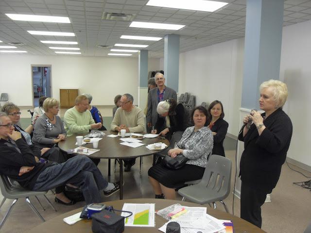 Spotkanie medyczne z Dr. Elizabeth Mikrut przy kawie i pączkach. Zdjęcia B. Kołodyński - SDC13583.JPG