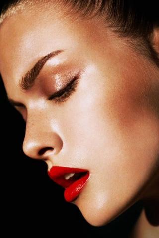 #bronzeada #brilho #iluminador #make #bronze #bocavermelha #batomvermelho #sunkissed #bronzed #glow #shine #light #redlips #redlipstick