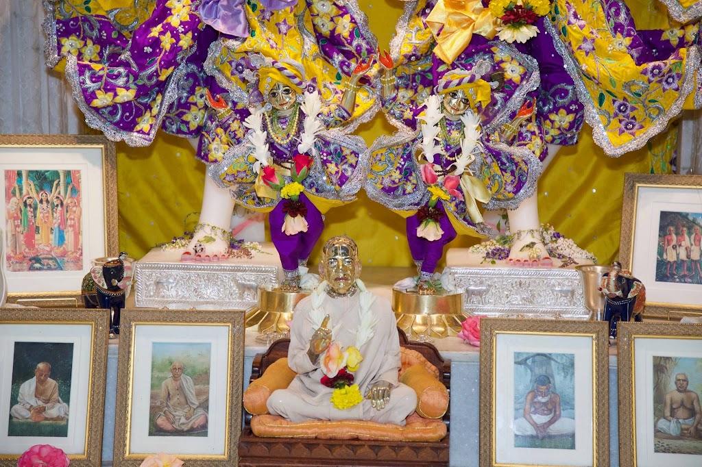 ISKCON New Govardhana Deity Darshan 22 Dec 2016 (12)
