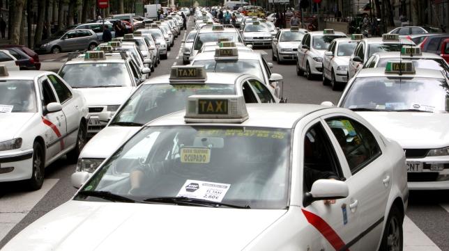 Taxis durante una protesta | Foto: EFE