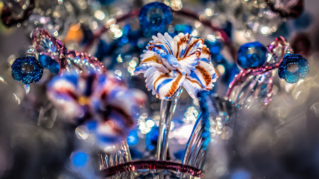 FLOWERS-replacements-for-lampadars-in-glass-blowing