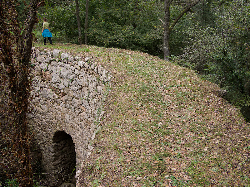 Pont semicircular de la plataforma de l'antic ferrocarril