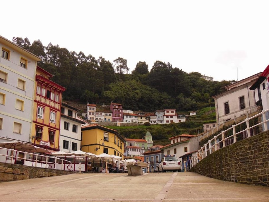 Cudillero y sus típicas casas de colores.