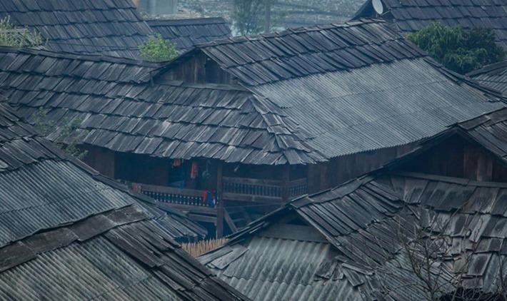 gôi làng hàng trăm nóc nhà bằng gỗ quý tại Sơn La