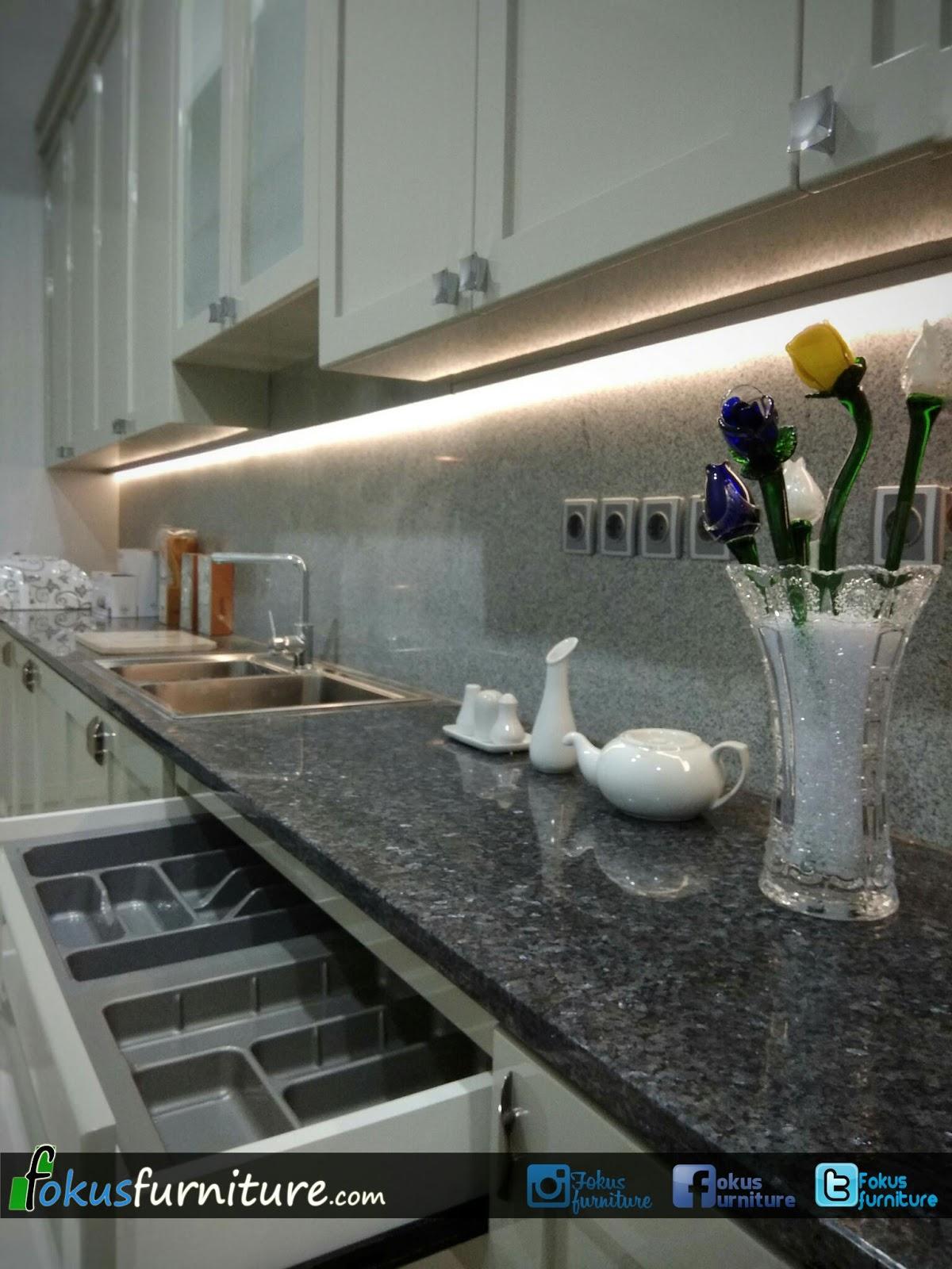 Kitchensetmurah kitchen set orange putihrawa bonicluster flamboyan porisperumahan lotus jakarta