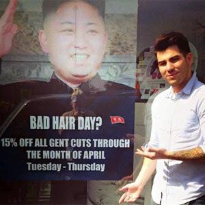 Un peluquero inglés se burla un poco del líder de Corea del Norte para publicitar su negocio