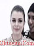 Wanita Model Klip Norman Camaru