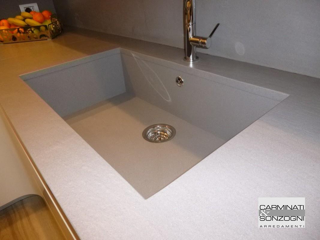 cucina a Osio Bergamo particolare vasca lavello integrato in quarzo.JPG