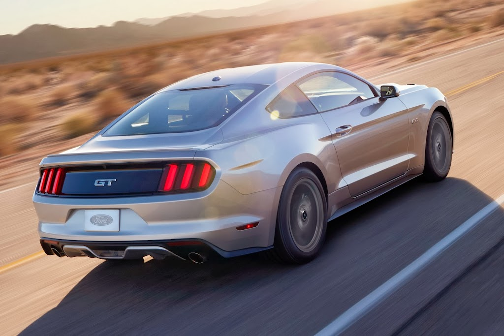 2015-Ford-Mustang-02