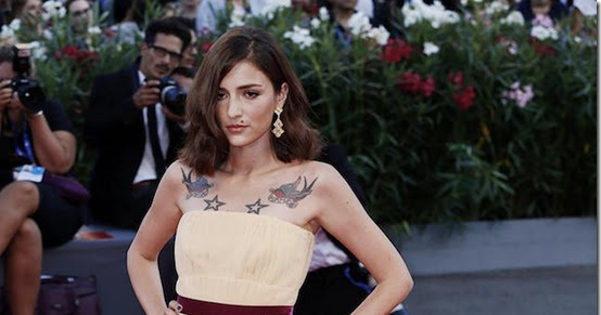 Eleonora Carisi in BUCCELLATI sul red carpet del Festival del Cinema di Venezia per la proiezione di The Light Between Oceans di Derek Cianfrance