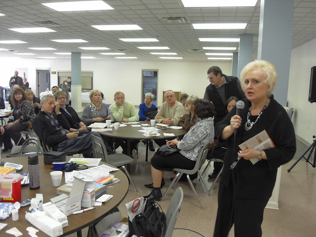Spotkanie medyczne z Dr. Elizabeth Mikrut przy kawie i pączkach. Zdjęcia B. Kołodyński - SDC13551.JPG