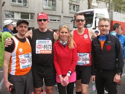 Vor dem Start Thomas R., Peter B., Andrea, Florian  und Peter (v.l.)