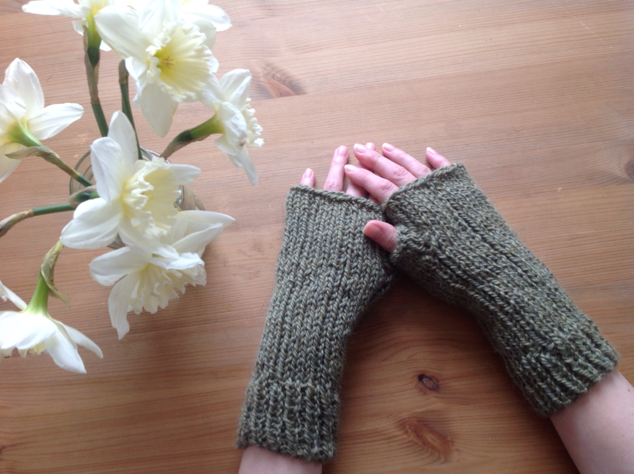 Grace paretree handmade monday easy knitted wrist warmers make handmade monday easy knitted wrist warmers make it to new york bankloansurffo Image collections
