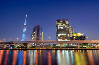 Photo: The Tokyo Skytree and other buildings along the Sumida River
