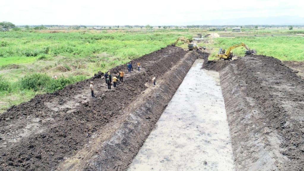 TMMD 106/Kodim 1423 Soppeng Hari Ke 8, Pengerjaan Normalisasi Sungai Kawarang Mencapai 40 Persen