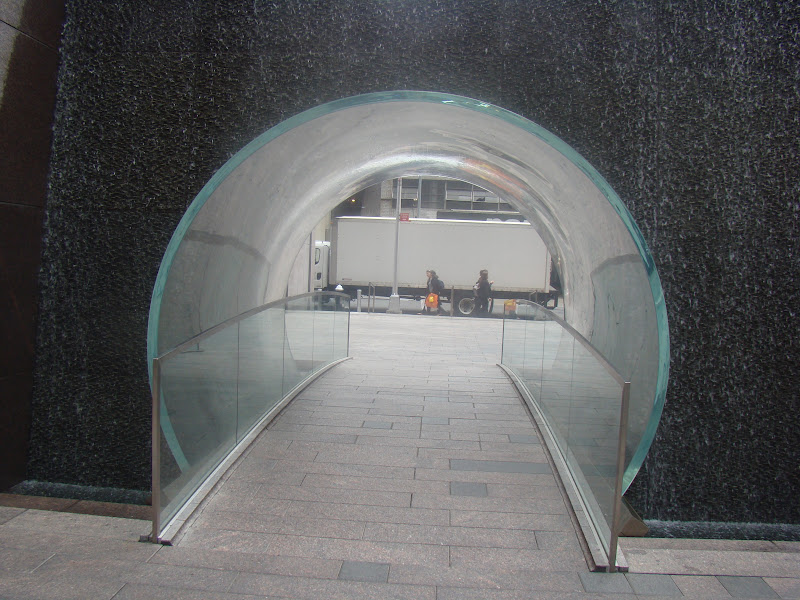Glass Waterfall Tunnel, Tunel Peatonal, McGraw Hill, NYC, Manhattan, New York, Rockefeller Center, Elisa N, Blog Viajes, Lifestyle, Travel, TravelBlogger, Blog Turismo, Viajes, Fotos, Blog LifeStyle, Elisa Argentina