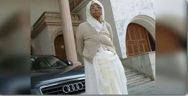 एक जमाने में पैदल चल कर कोयला भी बेचती थी यह महिला, आज फिरती है ऑडी जैसी महंगी कारों के काफिले में