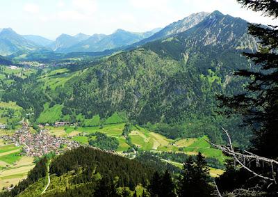 Aufstieg Imbergerhorn Blick auf Bad indelang und Iseler