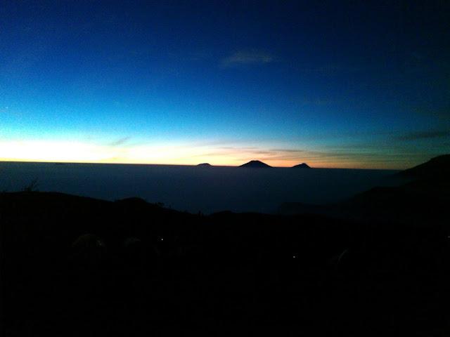 Sunrise Terindah se Asia Tenggara di Puncak Gunung Prau Wonosobo
