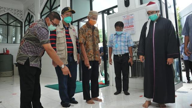 Foto: Wagub Nasrul Abit, Ketua MUI Sumbar Buya Gusrizal Gazahar dan Wako Ramlan Mengunjungi Masjid di Bukitinggi.