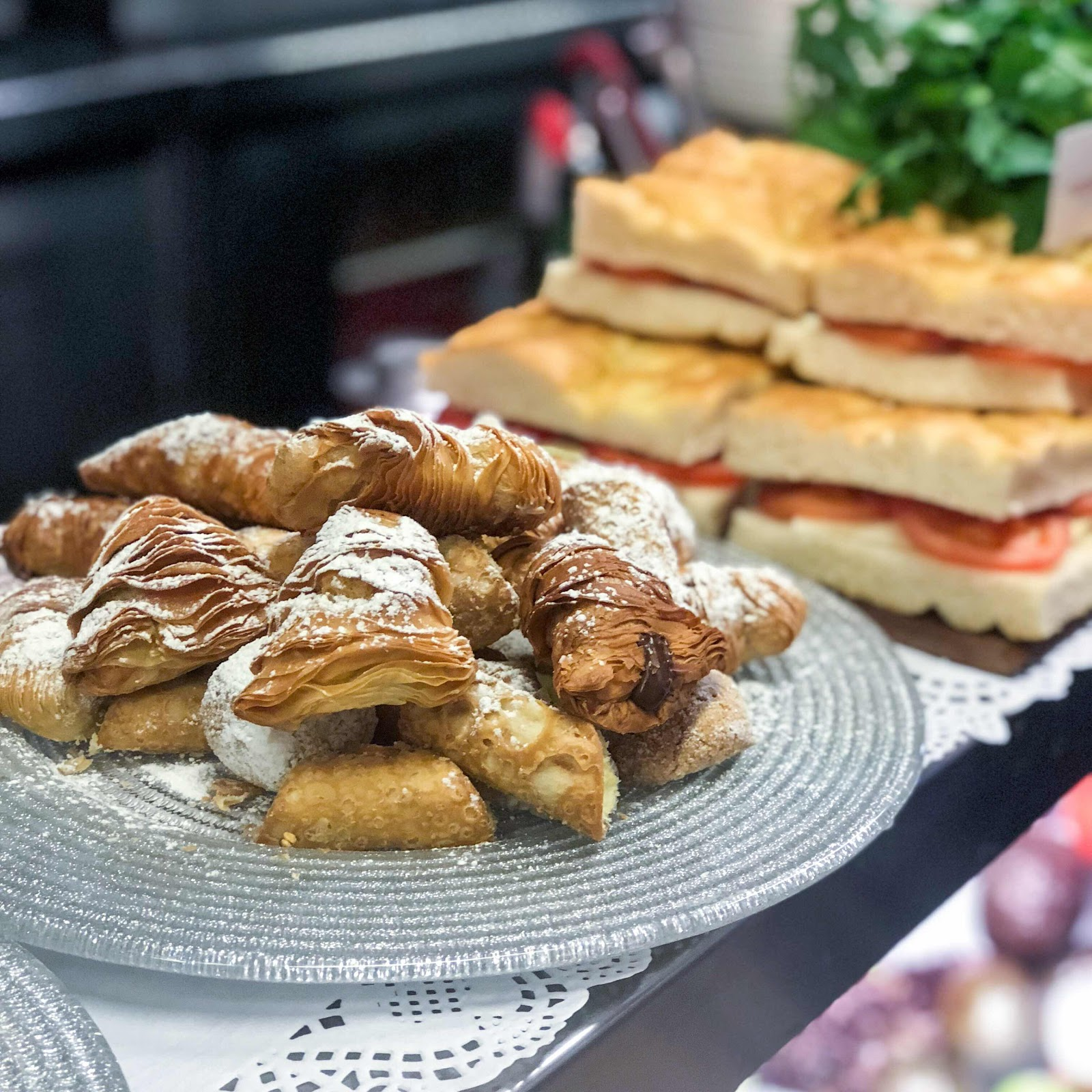 london-lifestyle-blog-top-10-things-to-do-in-soho-london-bar-italia-cannoli