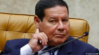 Mourão está 'no limite' da paciência com Bolsonaro, revela colunista