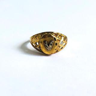 """14K """"V"""" Gold Ring"""