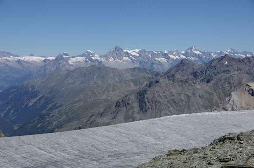Le glacier de Turtmann, l'Oberland au fond