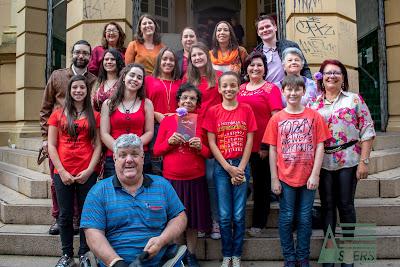Grupo de autores de ConPoe na Feira do Livro de P.Alegre