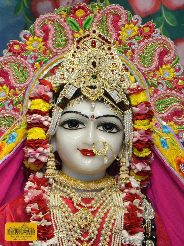 ISKCON Ahmedabad Sringar Deity Darshan 16 August 2016 (4)