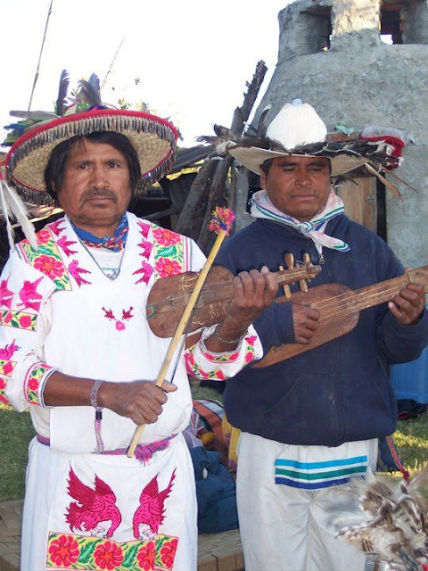 Ceremonia de Xicuri Neira con los hermanos Wixarikas (huicholes) - 29333_112390075462699_100000751222696_76165_2843302_n%255B1%255D.jpg