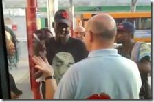 Immigrati aggrediscono autista a Parma