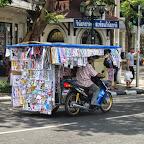 Bangkok - rollender Zeitungskiosk