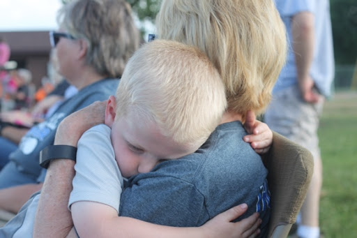 E loves his grandma!