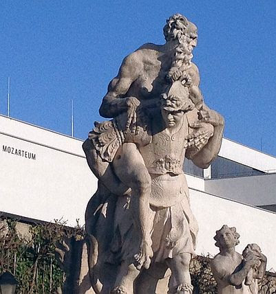 Skulpturen vor Univerität Mozarteum, Salzburg