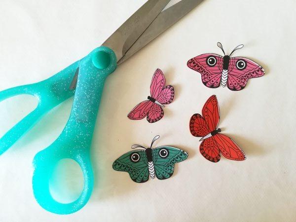 [scrapbook-trend-fussy-cutting-hand-stitching-tutorial-3%5B4%5D]