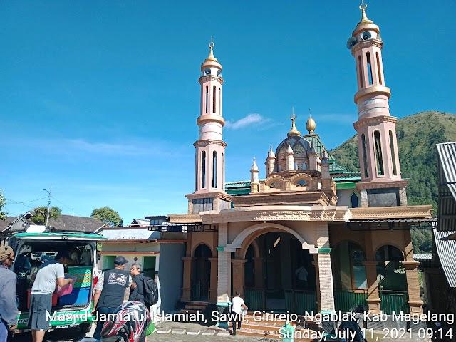 Bersih Bersih masjid di masjid Jamiatul Islamiah, Sawit, Girirejo, Ngablak,, Kab Magelang