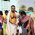 झाझा : ठंड की चोट पर सूर्यावत्स की पहल, भीक्षाटन कर गरीबों में बांटे गर्म कपड़े