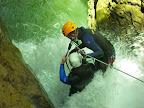 Au départ de la tyroliene du canyon des Ecouge, passage de la diaclase