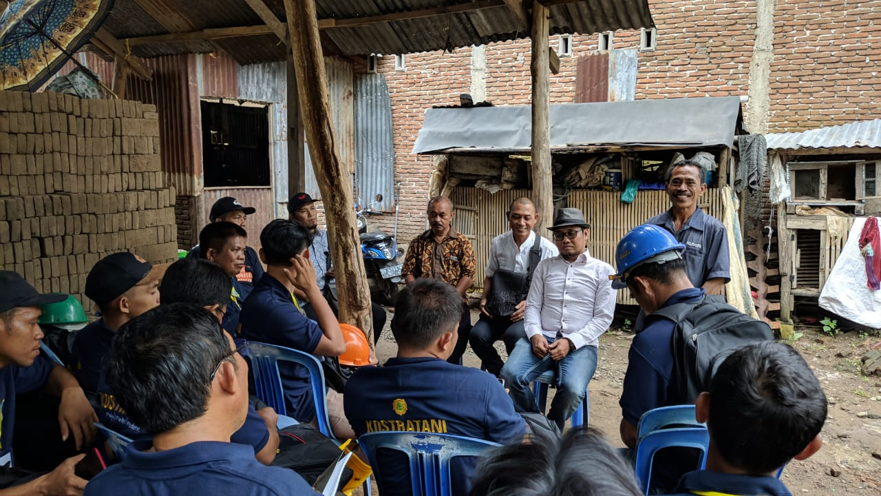 Peserta Diklat Vokasi Alsintan BBPP Batangkaluku Praktek Lapang di Klp Tani Bontorita I Limbung