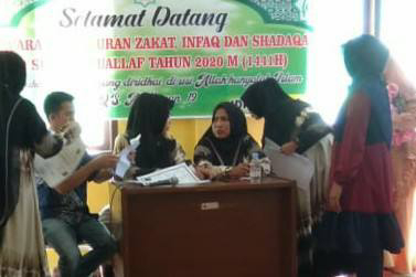 Baitul Mal Salurkan Zakat Senif Mualaf Rp 75 Juta di Aceh Timur