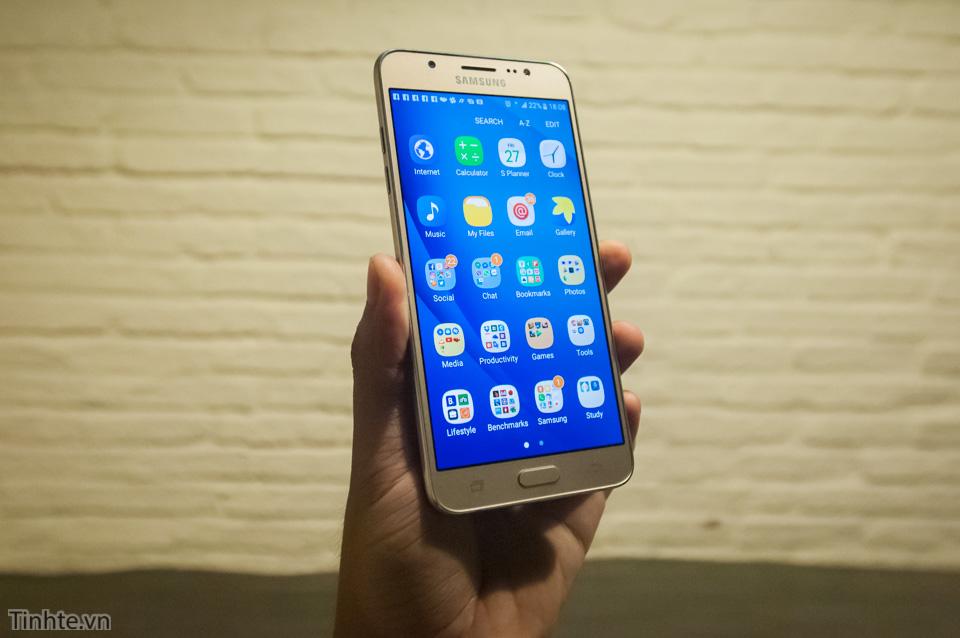 Tinhte.vn_Samsung_Galaxy_J7-4.jpg