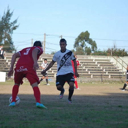 Ferro Carril 3 - Universitario 1 en Reserva, se fue el invicto rojo